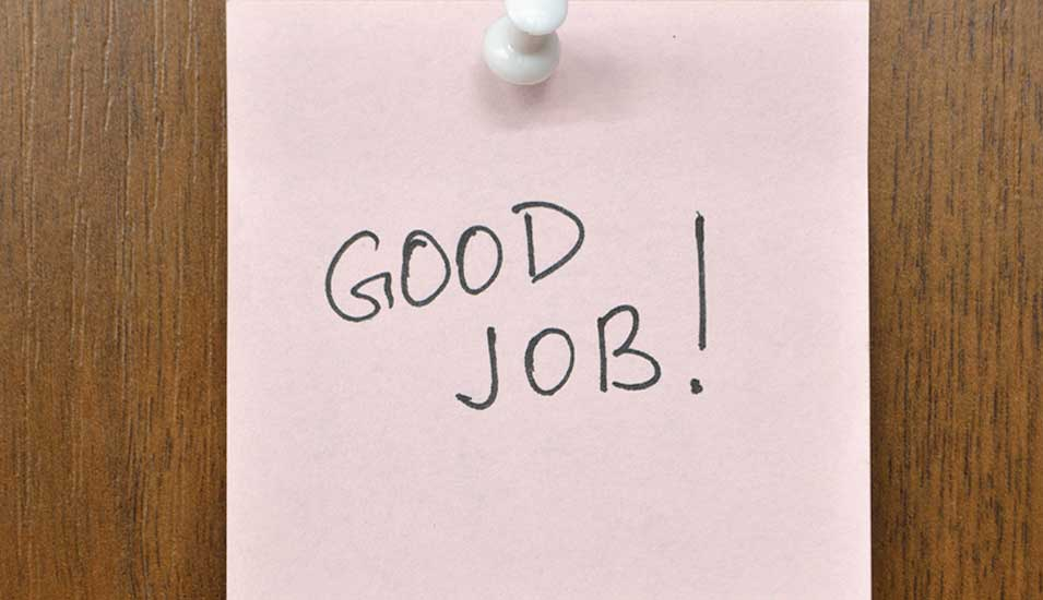 "Post-it mit Worten ""Good Job"""